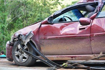 Reclamar una indemnizacion por accidente de trafico de forma civil o penal