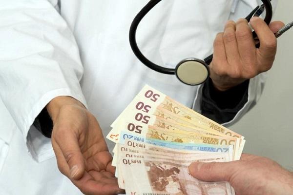 Cuales son las formas para enfrentar los gastos del perito medico al hacer una reclamacion de indemnizacion