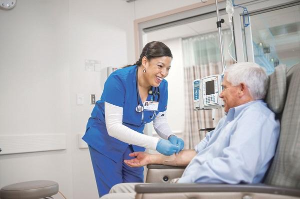 Quien es responsable de pagar la atencion medica que recibe la victima en un accidente